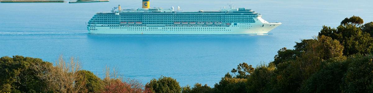 クルーズ船博多湾入口
